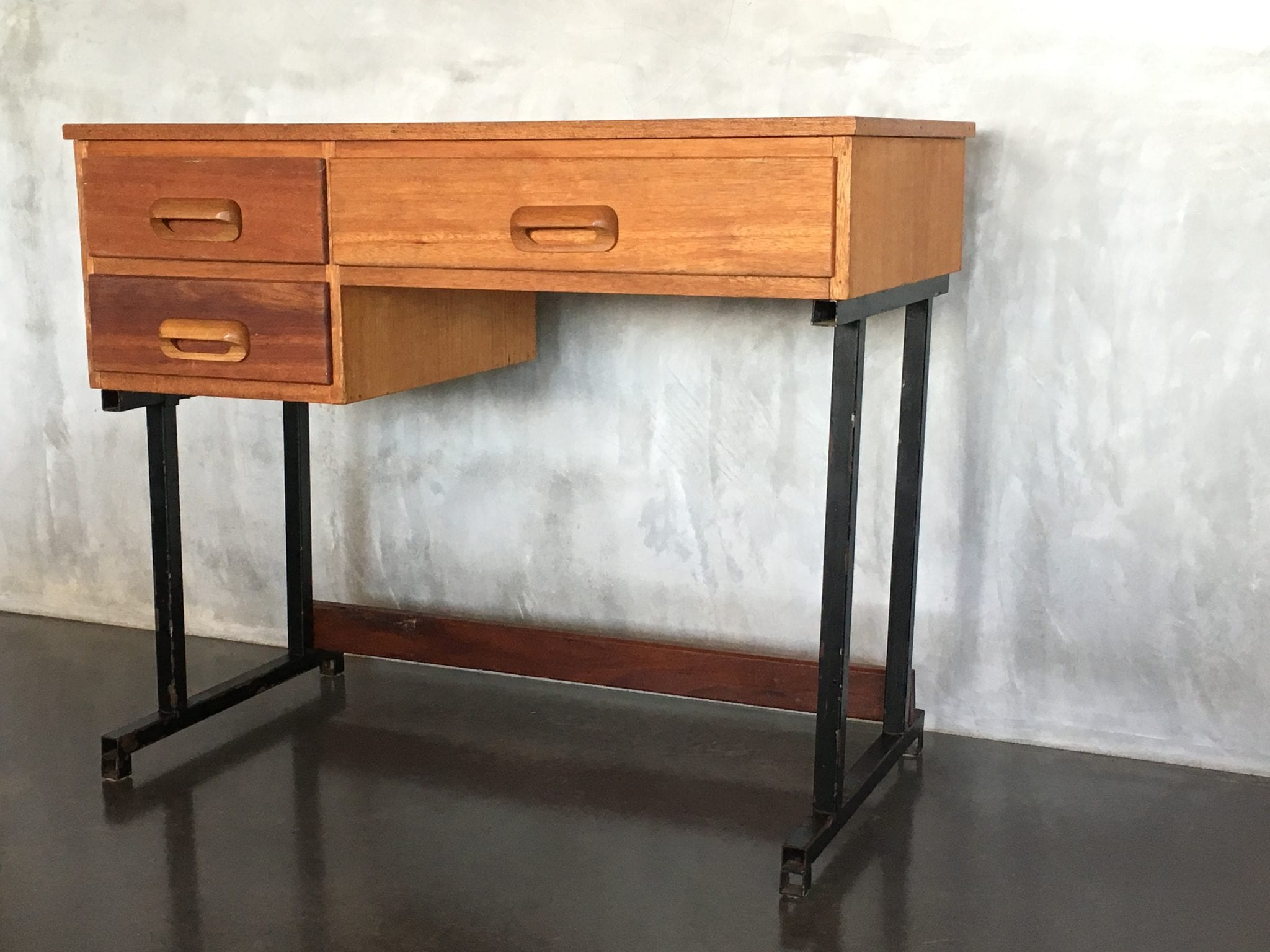 Stores That Sell Desks