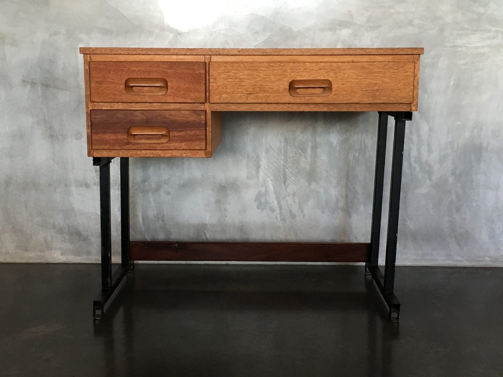 retro vintage midcentury industrial style desk 20th century vintage. Black Bedroom Furniture Sets. Home Design Ideas